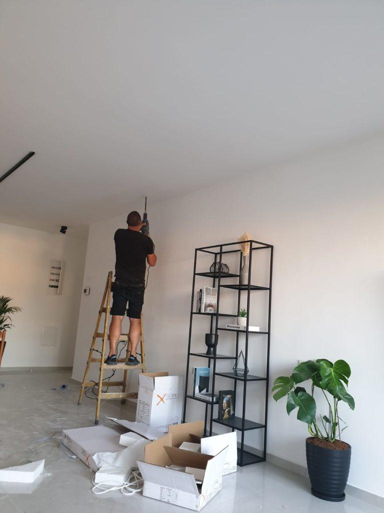 לפני התקנת מנורות תקרה